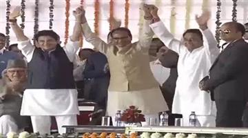 Khabar Odisha:former-cm-shivraj-singh-chouhan-jyotiraditya-scindia-and-kamal-nath-at-naths-swearing-in-ceremony-in-bhopal