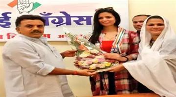 Khabar Odisha:haseen-jahan-wife-of-cricketer-mohammad-shami-joins-congress