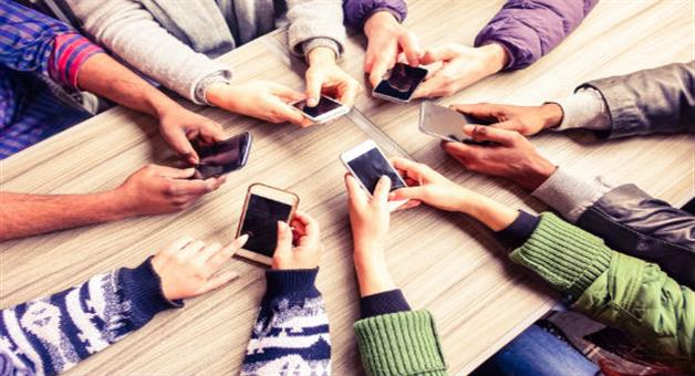 Khabar Odisha:indian-users-are-busy-on-smartphone-for-5-hours-every-day-says-cmr-report