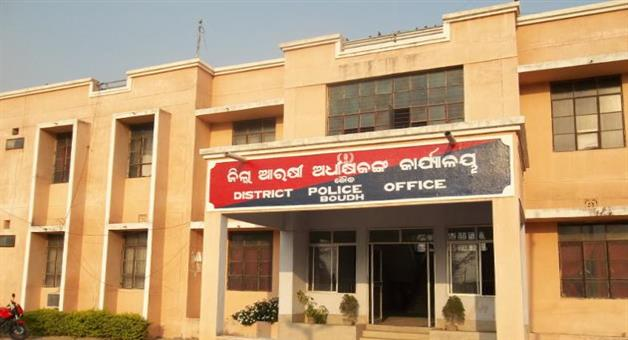Khabar Odisha:innocent-women-beaten-by-police-officer-in-boudh