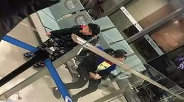 Khabar Odisha:international-odisha-corona-virusa-couple-in-china-has-left-their-two-young-children-behind-in-an-airport-