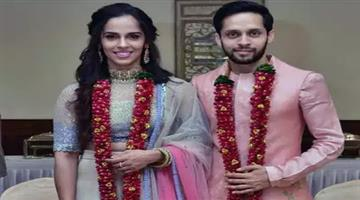 Khabar Odisha:just-married-saina-nehwal-ties-the-knot-with-parupalli-kashyap-shares-photographs-on-social-media
