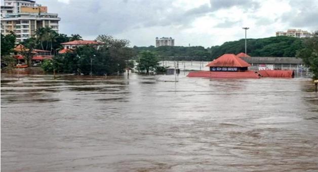 Khabar Odisha:kerala-people-trapped-in-a-resort-in-munnar