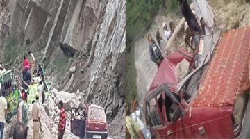 Khabar Odisha:large-rock-fell-on-matador-at-kuligarh-kistwar-higway-near-drabshalla-jammu