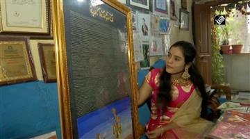 Khabar Odisha:law-student-from-hyderabad-wrote-entire-bhagavad-gita-on-rice-grains