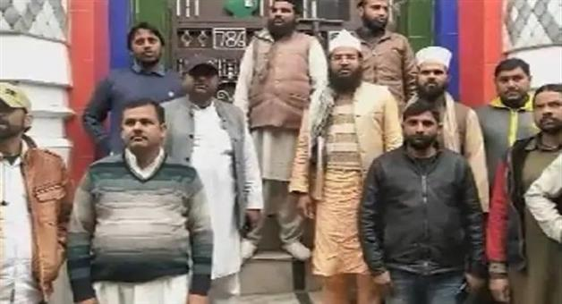 Khabar Odisha:lawyer-beaten-up-by-imam-for-explaining-caa-muradabad-uttatrpradesh