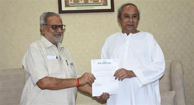 Khabar Odisha:leader-of-BJD-legislative-Party-Naveen-Patnaik-meets--Governor-Prof-Ganeshi-Lal