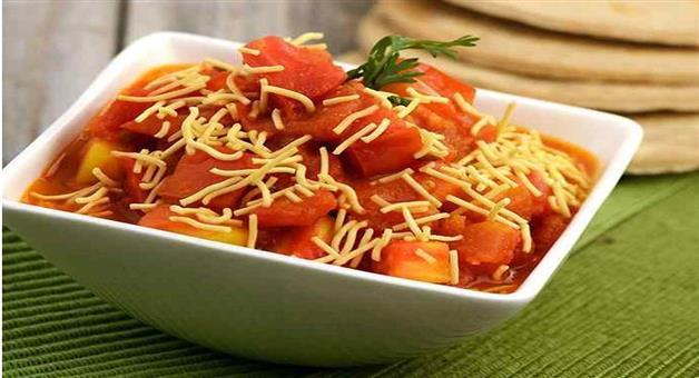 Khabar Odisha:lifestyle-odisha-Sev-Tameta-chaat-making-process