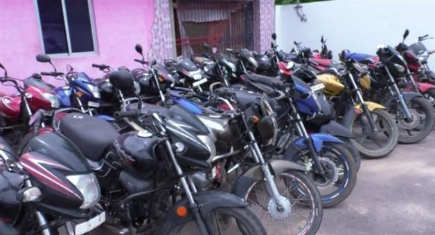 Khabar Odisha:lock-down-negligence-in-Bhadrak-bike-seized
