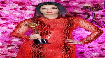 Khabar Odisha:lux-golden-awards-2018-aishwarya-rai-bachchan-timeless-beauty-honour-kareena-look-viral