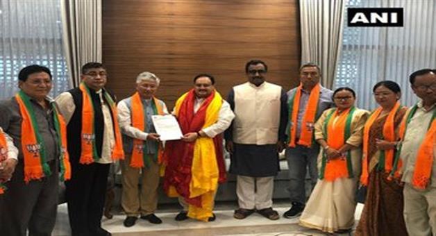 Khabar Odisha:national-10-mlas-of-sikkim-democratic-front-join-bjp