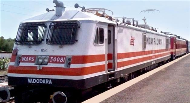 Khabar Odisha:national-odisha-Over-73000-Eunuchs-Held-For-Extorting-Money-From-Railway-Passengers-In-Past-4-Yrs-Almost-50-Daily