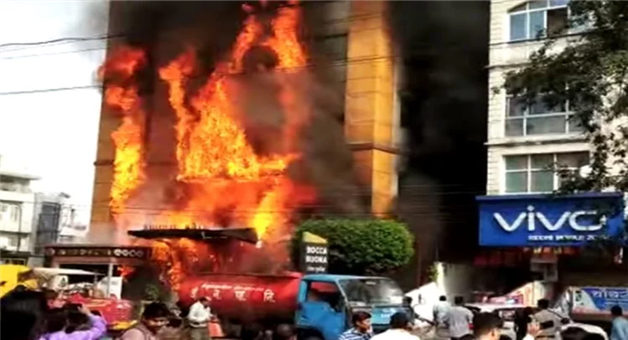 Khabar Odisha:national-odisha-fire-breaks-out-in-golden-gate-hotel-of-indore-madhya-pradesh-many-people-trapped