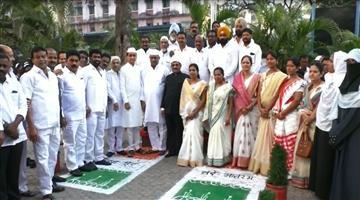 Khabar Odisha:national-odisha-maharashtra-congress-leaders-disrespect-indian-flag-viral-video