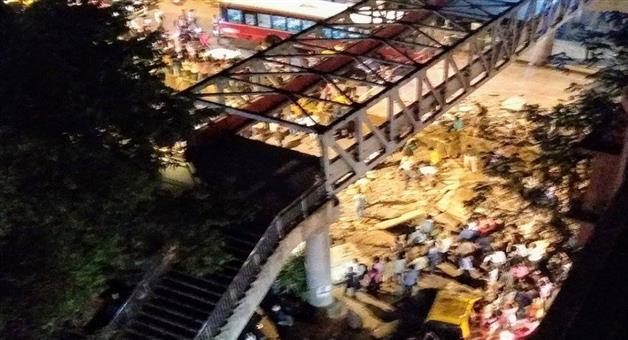 Khabar Odisha:national-odisha-mumbai-bridge-collapse-live-at-least-23-injured-as-footover-bridge-outside-cst-railway-station