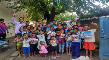 Khabar Odisha:national-odisha-punjabi-man-goes-door-to-door-to-collect-used-books-stationery-repurposes-it-for-poor-kids