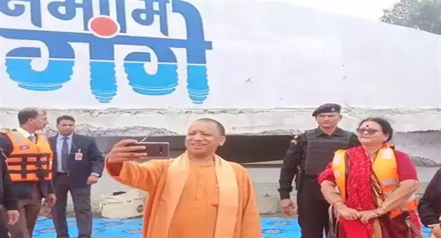 Khabar Odisha:national-odisha-yogi-aadityanath-takes-selfie-for-the-first-time