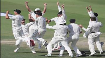 Khabar Odisha:nzvpak-new-zealand-beat-pakistan-by-four-runs-in-first-test