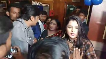 Khabar Odisha:olywood-director-and-actress-conflict