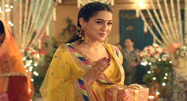 Khabar Odisha:people-loves-sara-ali-khan-acting-in-kedarnath-and-it-bits-rajni-and-akshay-movie-20