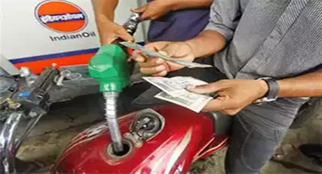 Khabar Odisha:petrol-prices-to-fall-drastically-if-included-in-gst-benefit-one-nation-one-tax