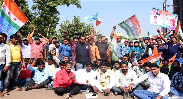 Khabar Odisha:politics-Odisha--congress-Heated-argument-ensues-between-two-groups-Itish-Pradhan--dharna-alleging-misbehaviour