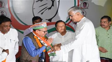 Khabar Odisha:politics-odisha-Ex-Director-of-VIMSAR-Dr-Aswini-Pujahari-joins-Congress