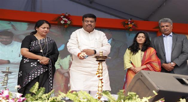 Khabar Odisha:politics-odisha-dharmendra-pradhan-in-ujjala-didi-meeting