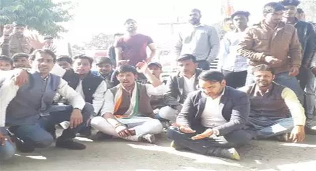 Khabar Odisha:politics-odisha-in-priyanka-gandhi-roadshow-thieves-steal-dozens-mobile-phones-congress-leader