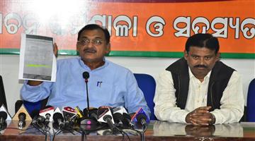 Khabar Odisha:politics-odisha-taking-biju-pakka-ghara-yojana-bjp-slamshed-bjd