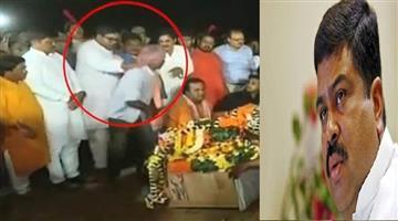 Khabar Odisha:politics-opdisha-Insult-the-martyr-Manojs-family-is-a-serious-offence-says-Dharmendra-pradhan