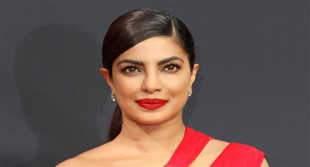 Khabar Odisha:priyanka-chopra-isnot-it-romantic-trailer-hollywood-film
