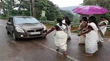 Khabar Odisha:sabarimala-reopens-devotees-ask-women-to-return-despite-sc-verdict