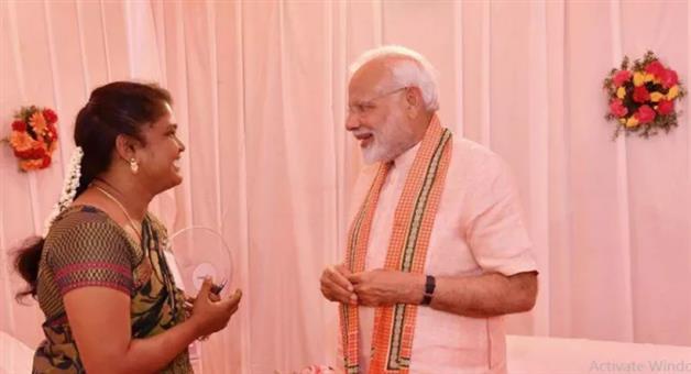 Khabar Odisha:special-story-national-odisha-mudra-yojna-changed-the-life-of-arulmojhi-gets-emotional-after-meeting-pm