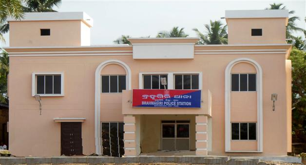 Khabar Odisha:state-crime-odisha-loot-and-bomb-attack-in-bramhagiri-shop
