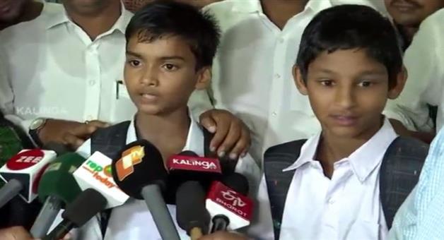 Khabar Odisha:state-odisha-CM-Naveen-Patnaik-facilated-two-bravy-student-of-jajpur-Korei-block-today