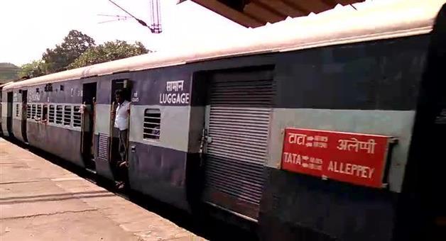 Khabar Odisha:state-odisha-crack-in-railway-track-tata-alpo-express
