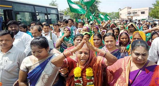 Khabar Odisha:state-odisha-shg-women-team-congratulate-to-Naveen-pattanaik-at-naveen-niwas