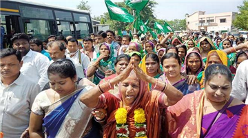 Khabar Odisha:state-odisha-shg-women-team-congratulate-to-Naveen-pattanaik-at-naveen-niwas