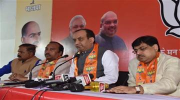 Khabar Odisha:sudhanshu-trivedi-takes-a-jibe-on-shahshi-tharoors-chaiwala-pm-statement