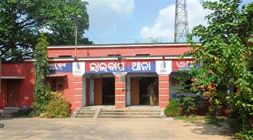 Khabar Odisha:three-miscreants-throw-bombs-near-Dagarpada-Hanuman-temple-in-cuttack