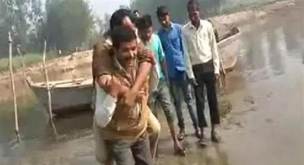 Khabar Odisha:to-save-the-shoes-sitting-on-the-shoulders-of-the-young-man-daroga