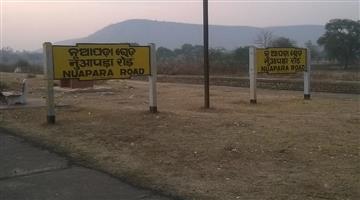 Khabar Odisha:train-strike-at-nuapada-railway-station