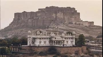 Khabar Odisha:travel-odisha-mehrangarh-fort-situated-in-jodhpur-rajasthan-largest-in-india-can-see-whole-pakistan-from-its-top