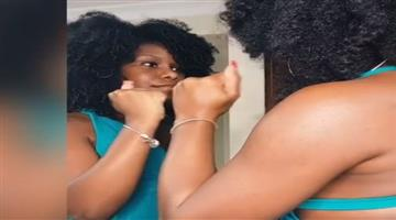 Khabar Odisha:twins-from-jamaica-suprise-viewers-with-mirror-illusion-viral-tstg