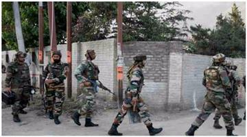 Khabar Odisha:two-terrorist-surrendered-in-sopore-encounter