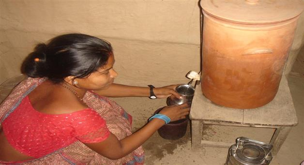 Khabar Odisha:water-stored-in-a-pot-instead-of-refrigerator