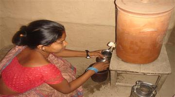 Khabar Odisha:water-stored-in-a-pot-instead-of-refrigerator